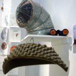 casco y prismaticos